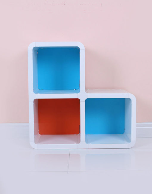 Corner-Step-bookshelf-with-3-cubes-and-colors-for-a-unique-home
